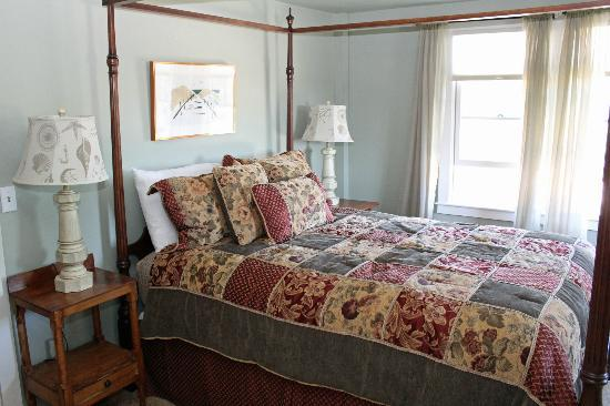 Ship's Knees Inn : Bedroom