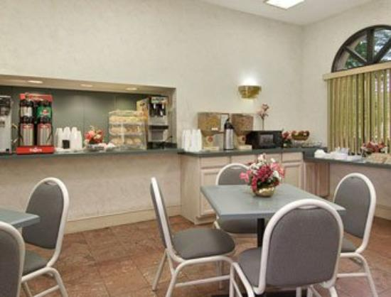 Motel 6 High Point: Breakfast Area
