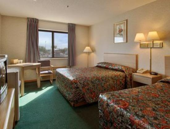 Americas Best Value Inn Champaign : Standard Two Queen Bed Room