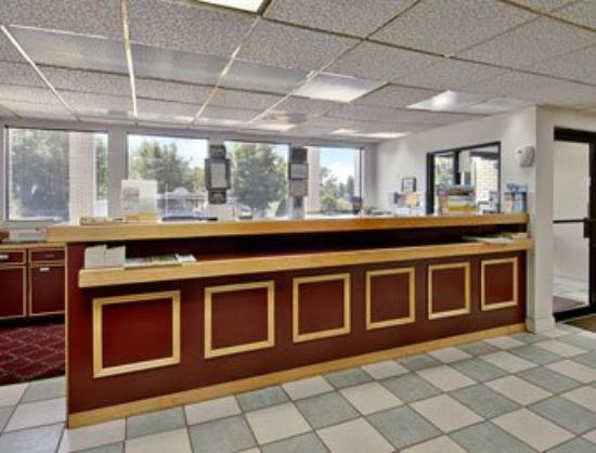 Deluxe Inn- York: Lobby