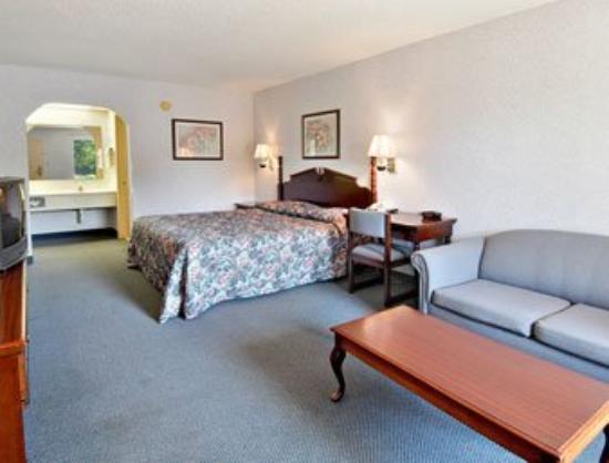 Deluxe Inn- York: Standard King Bed Room