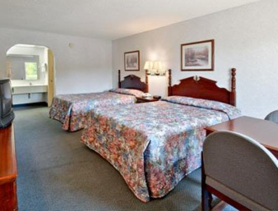 Deluxe Inn- York: Standard Two Double Bed Room