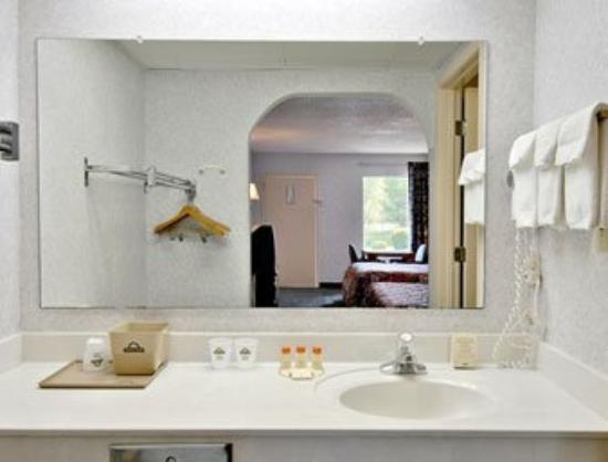Deluxe Inn- York: Bathroom