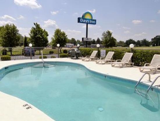 Deluxe Inn- York: Pool
