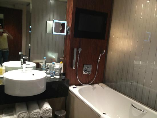 InterContinental Moscow Tverskaya Hotel: Room 926 bathroom