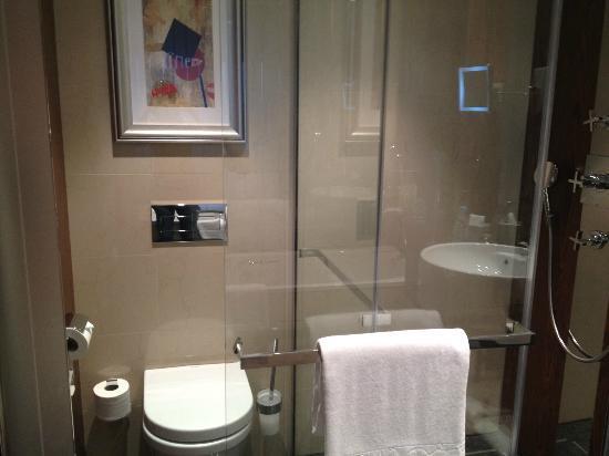 InterContinental Moscow Tverskaya Hotel: Room 926 - dreamy bathroom facilities