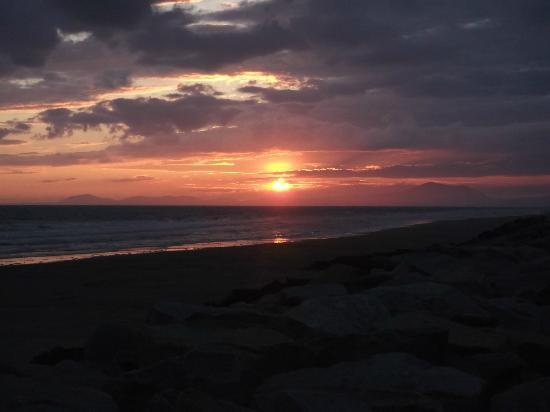 Sunnysands Caravan Park: beautiful sunset