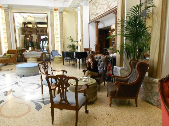 Grand Hotel Savoia: Lobby