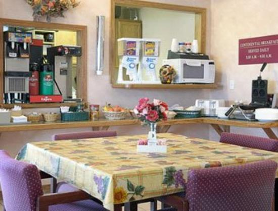 Americas Best Value Inn- Ozark/Springfield: Breakfast Area