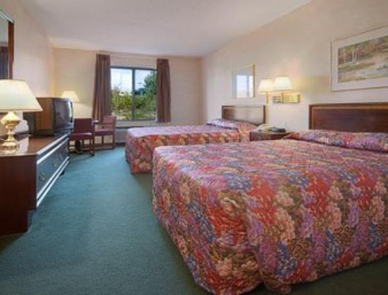 Americas Best Value Inn- Ozark/Springfield: Standard Two Queen Bed Room