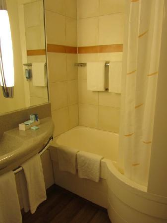 Novotel Dusseldorf City West : Bathroom