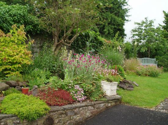Ty Gwyn: Garden