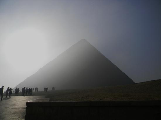 Vacations To Go Travel : My first sighting of the great Pyramid.