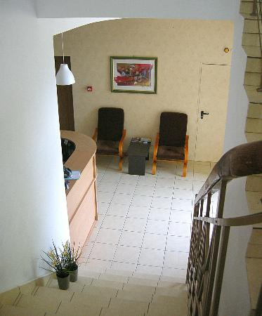 Ami Hotel: Hall