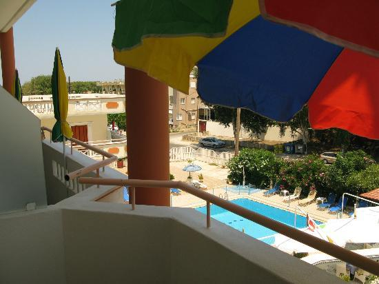 SunCity Hotel Studios: Our balcony with pool below and you can almost see the sea in the distance!