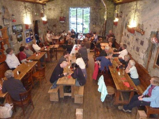 Ben Nevis Inn and Bunkhouse: Inside Ben Nevis Inn -- listening to the music