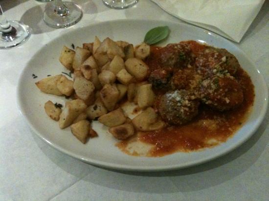 Vesuvius: Meatballs with roast potatoes