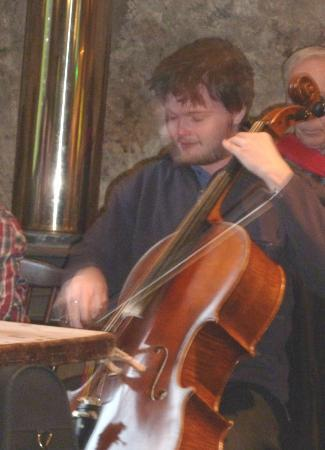 Ben Nevis Inn and Bunkhouse: Cello