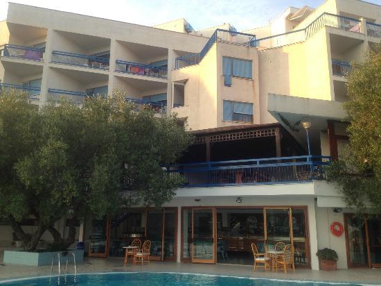 Hotel Baia delle Sirene: facciata esterna hotel