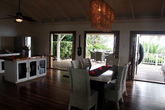 Matei, Fiji: kitchen/dining room, lower villa