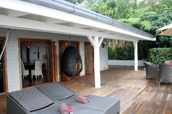 Taveuni Palms Resort: the deck, lower villa