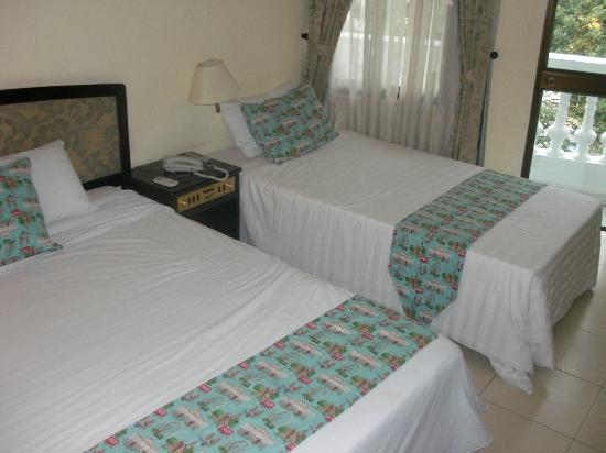 Dai Nam Hotel: Bedding filthy