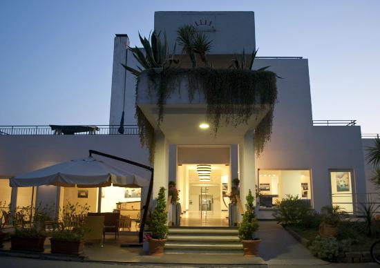 Saline Hotel: Entrata dell'hotel