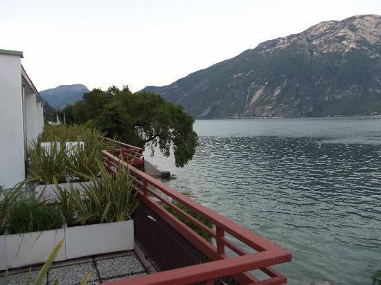 Hotel Lido: balconi delle camere sul lago