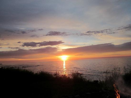 Auberge de Jeunesse du Manoir des Sapins : coucher de soleil sur le fleuve
