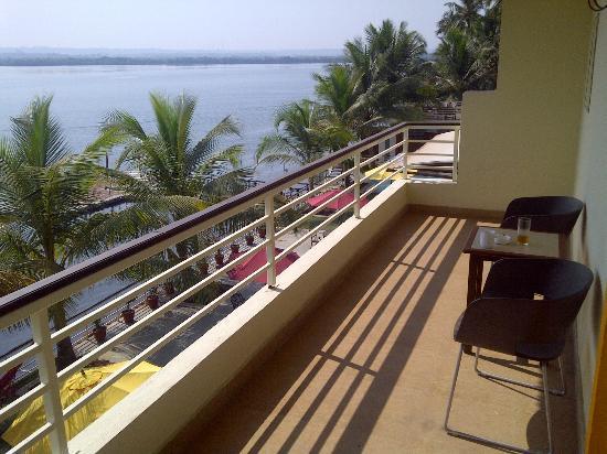 Deltin Palms: Balcony