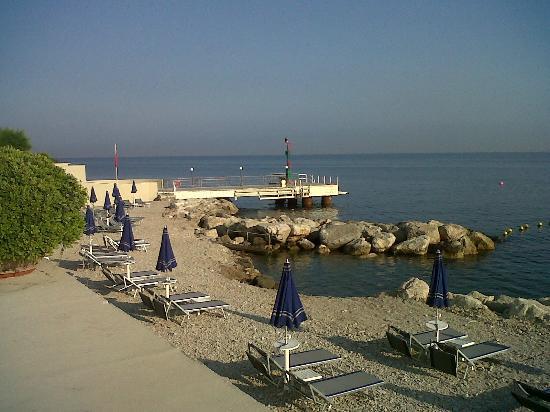 Towers Hotel Stabiae Sorrento Coast : spiaggia di sassi