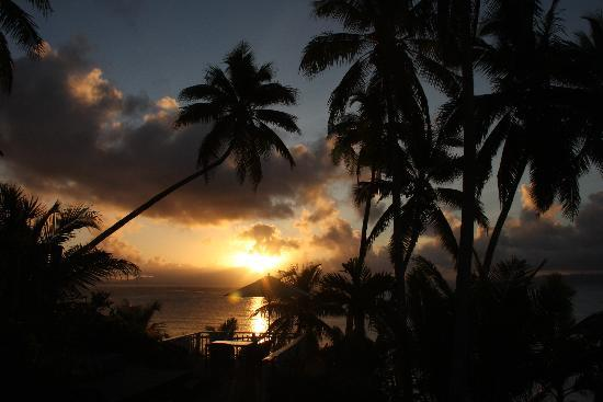 Taveuni Palms Resort: sunset from lower villa
