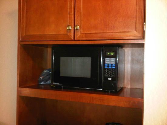 Hilton Garden Inn Toronto/Oakville: Microwave in the room