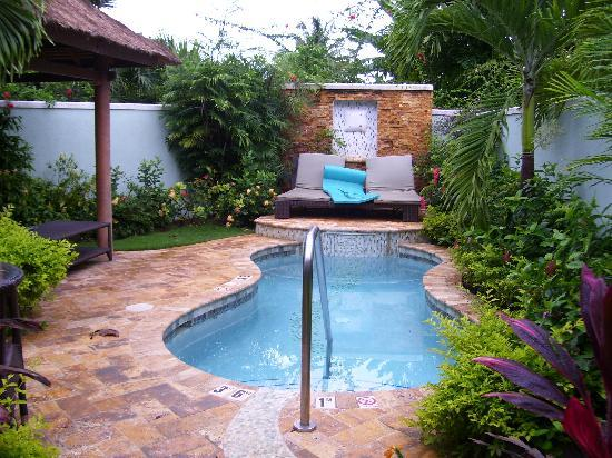 Garden plunge pool area outside room picture of sandals for Garden plunge pool uk