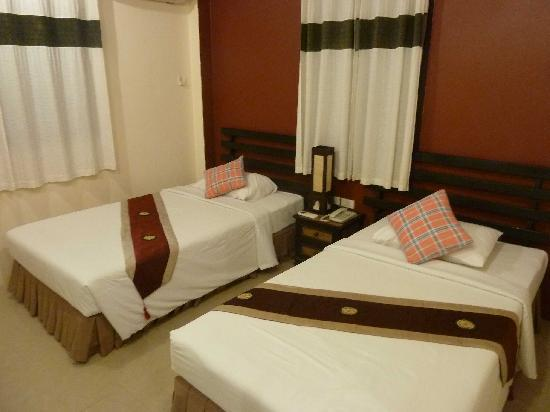 River Resort & Spa: Twin bedroom with nice decor
