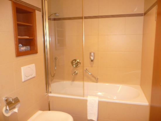 Platzl Hotel: salle de bains