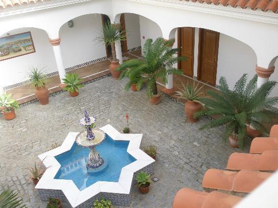 Hotel Diufain: Patio interior estilo andaluz