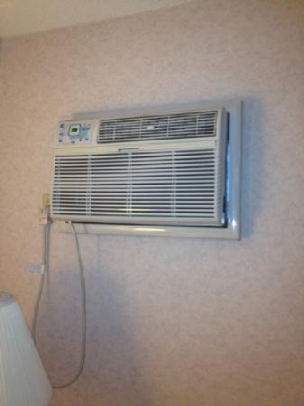 Four Points by Sheraton Milwaukee Airport: aircondition