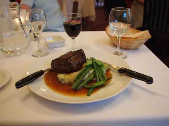 Harris Hotel: Restaurant