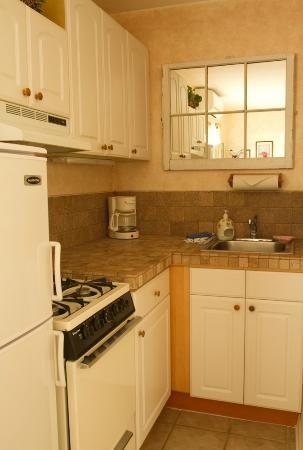 Island Bay Resort : Suites have larger kitchens