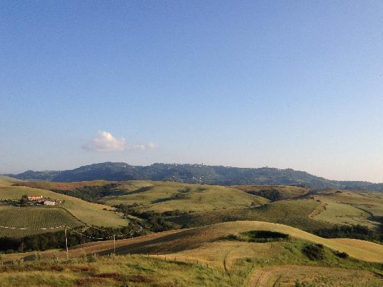 Agrihotel Il Palagetto: Vista su Volterra dall'Agriturismo 