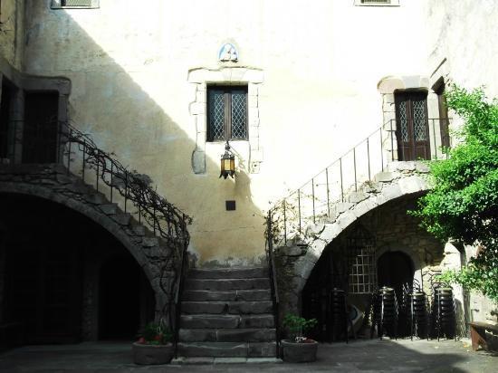 Sanluri, Italia: scalinata dal cortile interno