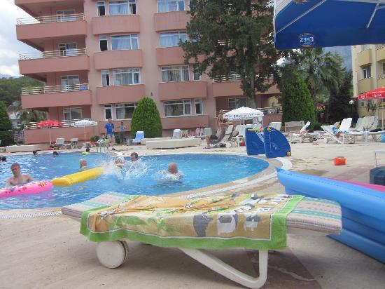 Turkiz Apart Hotel : Pool & Hotel
