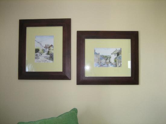 Hotel Villa de Bubion: Cuadros salon 