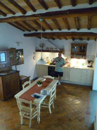 Villa Le Torri: Our fabulous Kitchen - very rustic and spacious!