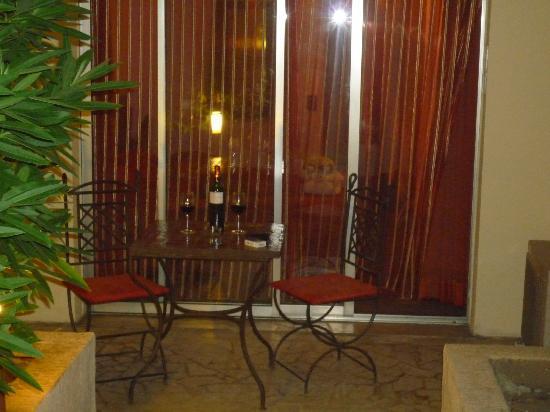 Hotel Spa Beau Sejour: La terrasse privée de la chambre 101
