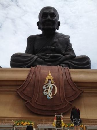 Huay Mongkol Temple: Statue