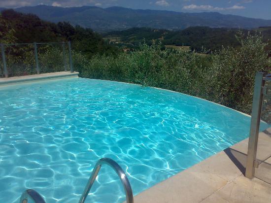 Piscina con vista panoramica hotel picture of villa la borghetta spa resort figline e incisa - Piscina figline valdarno ...