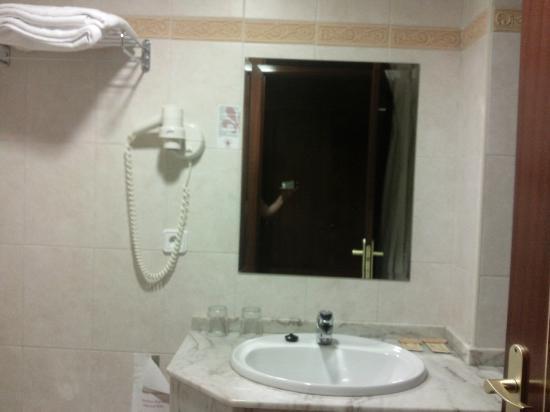 Hotel Arbeyal: Baño-2
