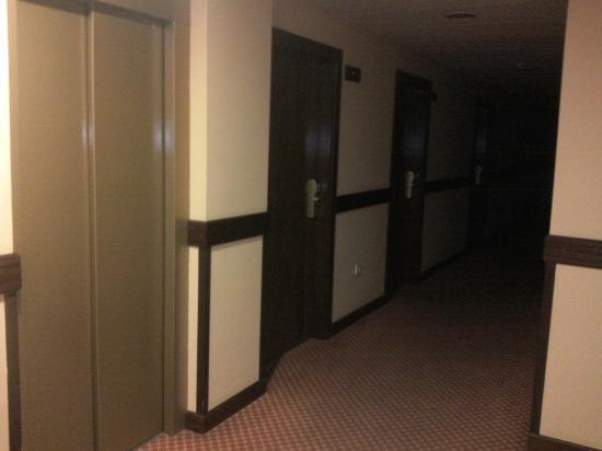 Hotel Arbeyal: Pasillo de acceso a las habitaciones